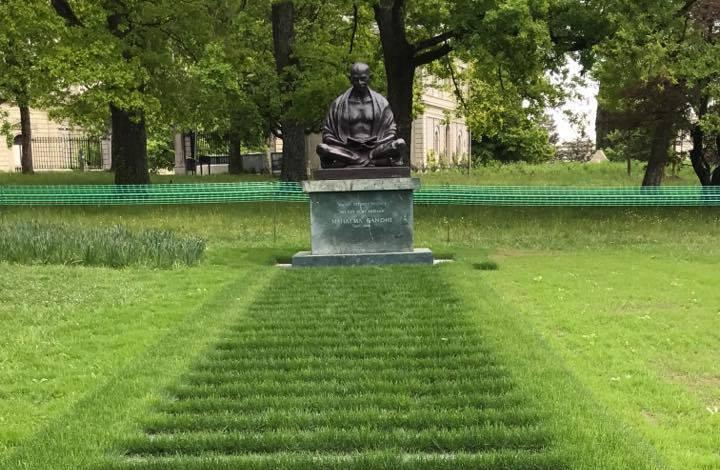 gift-of-paris-geneva-Gandhiji-un