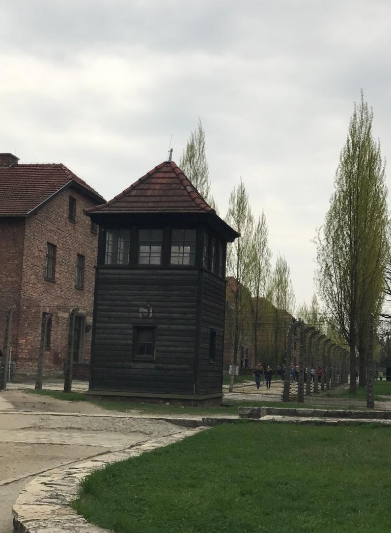 Auschwitz-Birkenau-Arbeit-macht-frei-giftofparis.com