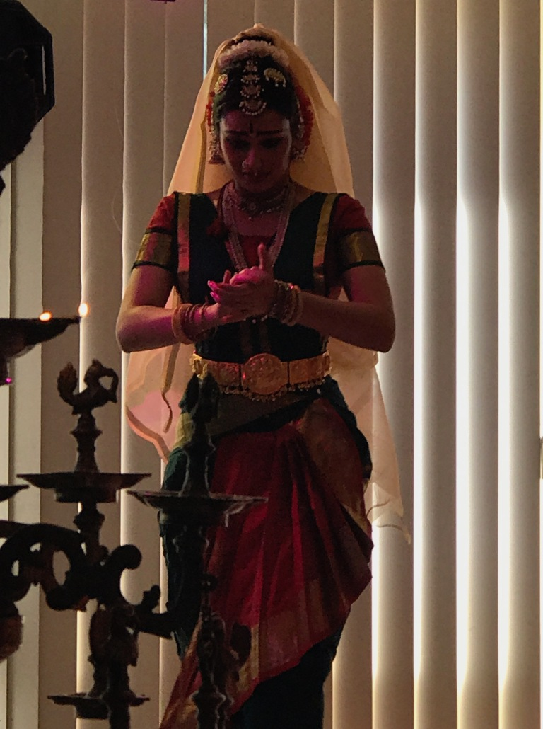 Vasundhara-Doreswamy-Filliozat-Bharatanatyam-India-Sanskrit-Day-in-Paris-giftofparis.com