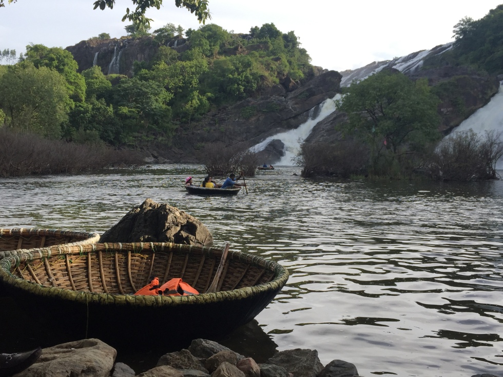 Coracle-Shivanasamudra-Waterfalls-Karnataka-A-Glimpse-of-Incredible-India-giftofparis.com