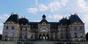 17th-century-Louis-XIV-Andre-Le-Notre-Baroque-France-Paris-Maincy-Chateau-Vaux-Le-Vicomte-giftofparis.com