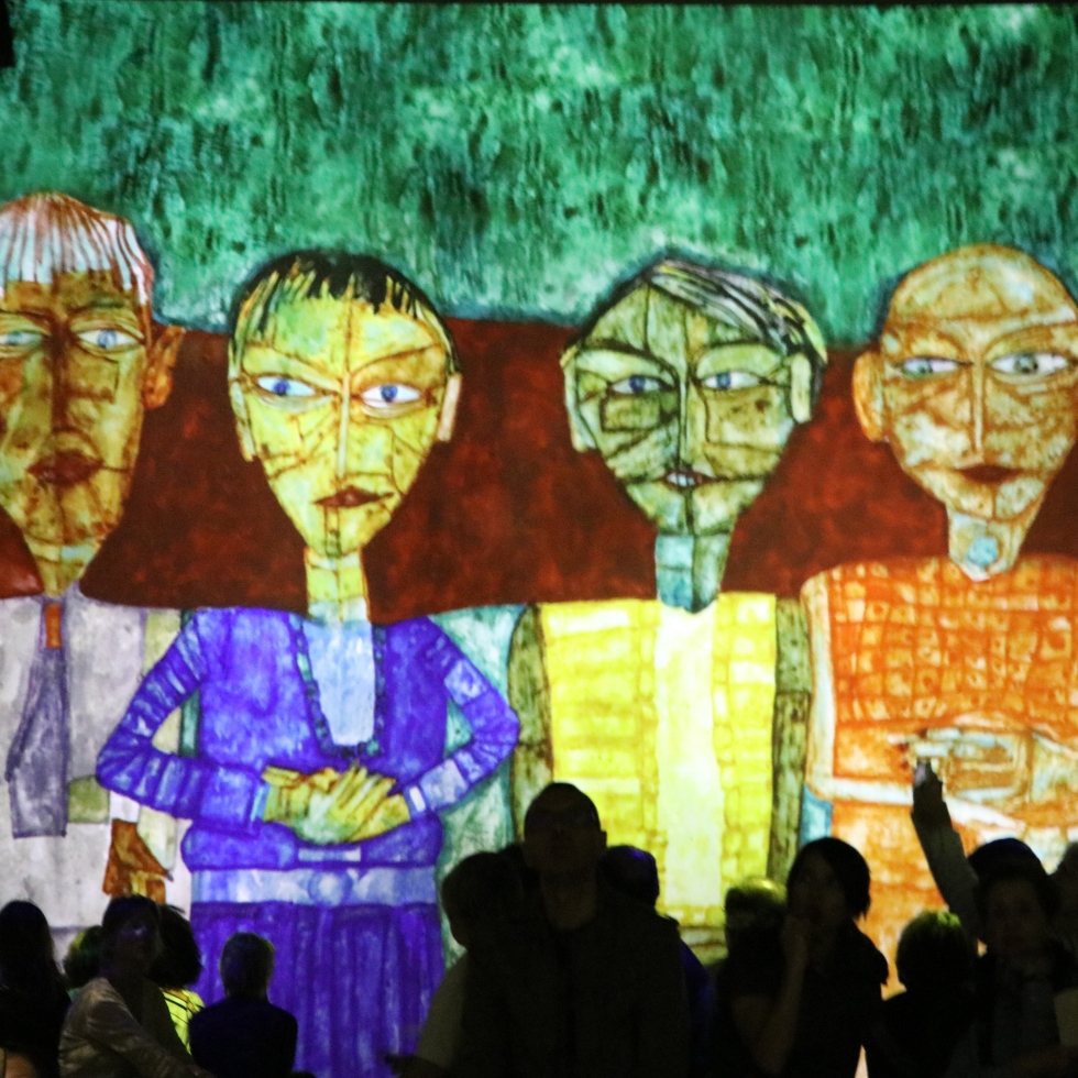 Klimt-Hundertwasser-AI-Paris-Atelier-Des-Lumieres-giftofparis.com