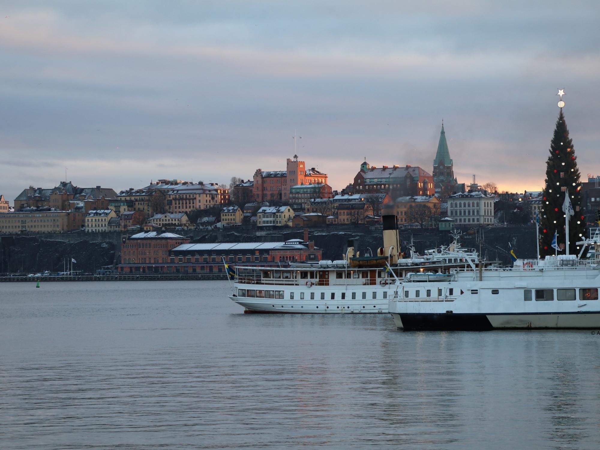 gift-of-paris-stockholm-sweden-scandinavia-nordic-winter-wonderland-gamla-stan